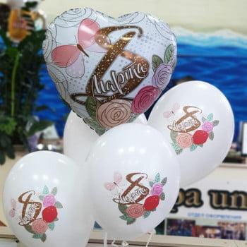 Букет шаров на 8 марта с сердцами