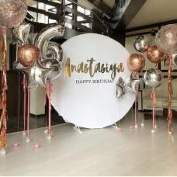 Круглая фотозона из шариков с гелием На День Рождение
